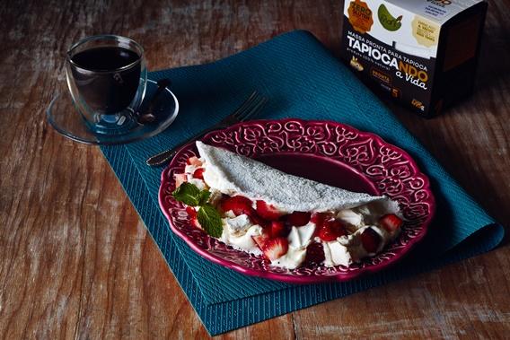 tapioca-com-suspiro-e-merengue-de-morango-com-produto-menor